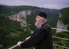 Georgian Monk Renews Tradition, Lives Atop Pillar