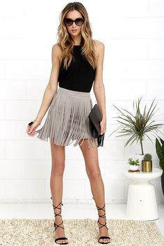 Shimmy your way into everyone's hearts in the BB Dakota Pearl Taupe Suede Fringe Mini Skirt! Super soft and stretchy microfiber suede fringe mini skirt. Skirt Fashion, Fashion Outfits, Swag Fashion, Dope Fashion, Gothic Fashion, Trendy Fashion, 2016 Fashion Trends, Fashion 2017, Fashion Ideas