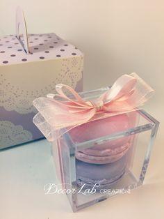 Scatolina Segnaposto in plexiglass con 2 Soap Macarons   Colori personalizzabili  Dimensioni 6x6x6 cm