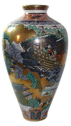 satsuma vase in namban style, Meiji, 1900's