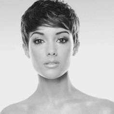 How to style the Pixie cut? Despite what we think of short cuts , it is possible to play with his hair and to style his Pixie cut as he pleases. Short Pixie Haircuts, Cool Haircuts, Pixie Hairstyles, Short Hairstyles For Women, Teenage Hairstyles, Medium Hairstyles, Wedding Hairstyles, Hairstyle Short, Modern Haircuts