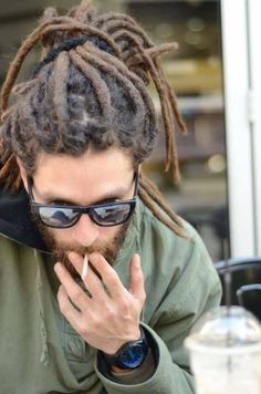 Male dreadlocks, their features and photos of unusual options Dreadlocks Men, Dreadlock Rasta, Dreadlock Styles, Dreads Styles, Dreadlock Hairstyles For Men, Unique Hairstyles, African Hairstyles, Wedding Hairstyles, Hair And Beard Styles