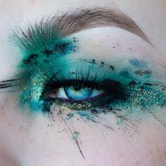 creative makeup – Hair and beauty tips, tricks and tutorials Eye Makeup Glitter, Eye Makeup Art, Eye Art, Makeup Inspo, Makeup Inspiration, Makeup Ideas, Make Up Art, Eye Make Up, Maquillage Halloween
