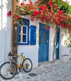 Greece With Kids, Greece House, Beau Site, Art Addiction, Santorini Greece, Greek Islands, Greece Travel, Traveling By Yourself, Beautiful Places