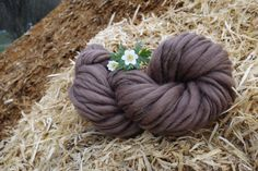 this yarn is made of the same Color Palette, that I use in my artYarns, this yarn matches Yarns, that include the same color  100% merinowool, fine, 27µ 100% handspun single nougat 76 Yards / skein 100g = 3,5oz  it is possible, that I send abroad, please ask for the shipping fees cest possible que jenvoie à létranger, sil vous-plaît demandez les frais de port