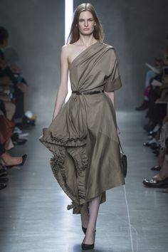 Bottega Veneta Spring 2014 RTW - Review - Fashion Week - Runway, Fashion Shows and Collections - Vogue