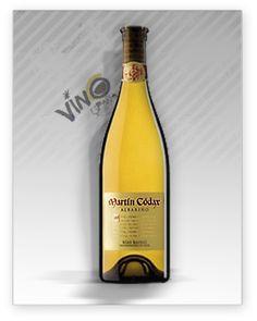 Martín Codax Botella de 37,5 cl. es un vino blanco joven, elaborado con uvas 100% Albariño, de D.O. Rias Baixas. Vendimia seleccionada. Fermentación en acero inoxidable. Selección de lías finas que, junto con el vino seleccionado, realizan una crianza de 12 meses en depósitos de acero en reposo.