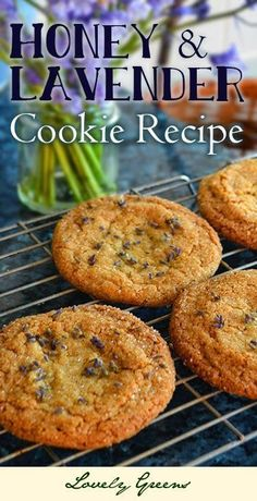 Honey & Lavender Cookie Recipe - this recipe combines the honey-sweet and buttery flavour of the cookie with the aromatic flavor of edible lavender buds. Beautiful and delicious! (Baking Cookies And Shit) Edible Lavender, Lavender Recipes, Honey Recipes, Sweet Recipes, Lavender Buds, Lavender Honey, Lavander, Edible Flowers, Lavender Cake