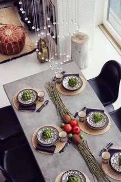 Koti kolmelle - Sisustusblogi Dining Area, Dining Rooms, Kitchen Dining, Dining Etiquette, Koti, Home Staging, Finland, Kitchens, Table Settings