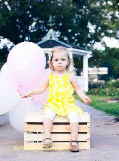 2 year pictures - but use 2 balloons Birthday Photography, Toddler Photography, Newborn Photography, Family Photography, Photography Ideas, 2 Year Pictures, Baby Pictures, Balloon Pictures, Little Girl Photos