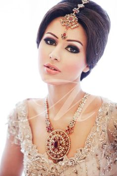 Image detail for -pakistani model Ayyan Ali and Amina Sheikh bridal makeover and jewelry collection 2012 . Bollywood Makeup, Pakistani Bridal Makeup, Indian Wedding Makeup, Indian Makeup, Bride Makeup, Wedding Hair And Makeup, Indian Beauty, Bollywood Style, Desi Wedding