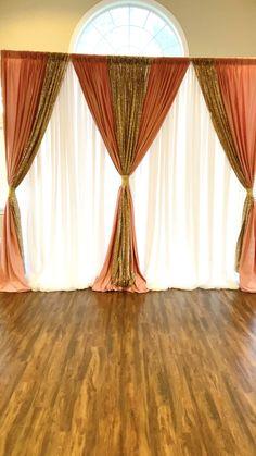 Rose Quartz & Gold Backdrop - Home decor interests Gold Backdrop, Reception Backdrop, Diy Wedding Backdrop, Desi Wedding Decor, Home Wedding Decorations, Backdrop Decorations, Room Decor Bedroom Rose Gold, Rideaux Design, Curtains Living