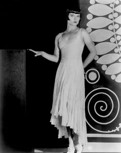http://www.doctormacro.com/Images/Brooks,%20Louise/Brooks,%20Louise_02.jpg
