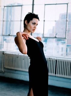 Very Short Hairstyle of Angelina Jolie Angelina Jolie Short Hair, Angelina Jolie Fotos, Very Short Hair, Short Hair Cuts, Short Hair Styles, Pixie Cut Blond, Short Pixie, Pixie Cuts, Pixie Hairstyles