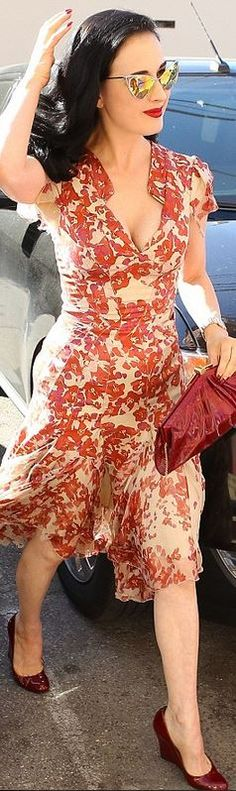 Dita Von Teese looks great in a red floral dress and gold cat sunglasses Dita Von Teese Show, Dita Von Teese Style, Estilo Pin Up, Fashion Mode, Retro Fashion, Vintage Fashion, Fashion Outfits, Retro Mode, Vintage Mode