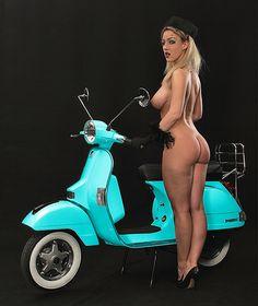 All things Lambretta & Vespa Vespa Girl, Scooter Girl, Lambretta Scooter, Vespa Scooters, Biker Chick, Biker Girl, Vespa Et2, Vintage Moped, Motor Scooters