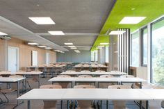 A high school designed by Behnisch Architekten in Bavaria has beautifully bright rooms that are highly energy efficient thanks to Nimbus luminaires. Cafeteria Design, Light Architecture, School Architecture, Interior Architecture, The Plan, Lecture Theatre, Parisian Decor, Dream Mansion, Hall Design