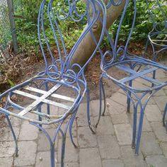 SOLGT Lækre franske jern stole skal have nye sæder og evt. males.  200 kr. pr. stk.    #havemøbler#genbrug#inspiration#retro#sommermøbler#havestue#loppefund#loppis#loppeguld#