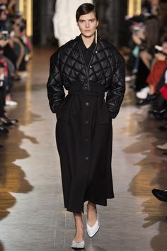 Stella McCartney Fall 2016 Ready-to-Wear Fashion Show  http://www.theclosetfeminist.ca/   http://www.vogue.com/fashion-shows/fall-2016-ready-to-wear/stella-mccartney/slideshow/collection#2 1