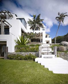 Spectacular Residence with Influences of the Ocean