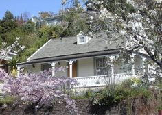 Beautifully restored historic cottage close to centre of Nelson, Nelson's famous Saturday market, Trafalgar Park, the Trafalgar. Paint Colors For Home, Paint Colours, Indoor Outdoor Living, Outdoor Decor, Front Garden Landscape, Holiday Accommodation, Coastal Farmhouse, Historic Homes, House Painting