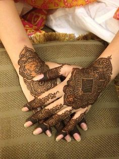 Latest & Fancy Pakistani Mehndi Designs & Trends consists of Asian hottest trends of henna patterns for eid, events, parties, weddings, etc Mehendi, Mehandi Henna, Henna Ink, Tattoo Henna, Henna Tattoo Designs, Mehndi Decor, Pakistani Mehndi Designs, Best Mehndi Designs, Mehandi Designs