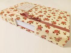 Diário artesanal confeccionado com tricoline de algodão                                                                                                                                                      Mais