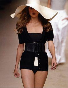 Para definir y acentuar la cintura puedes optar por vestidos cruzados, cinturones a la cadera, vestidos de cintura alta y blazers de botón.  http://www.liniofashion.com.co/linio_fashion/ropa-para-mujeres?utm_source=pinterest&utm_medium=socialmedia&utm_campaign=COL_pinterest___fashion_definirlacintura_20150107_17&wt_sm=co.socialmedia.pinterest.COL_timeline_____fashion_20150107definirlacintura.-.fashion