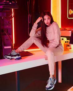 Black Pink Yes Please – BlackPink, the greatest Kpop girl group ever! Kpop Girl Groups, Korean Girl Groups, Kpop Girls, Blackpink Jennie, Blackpink Fashion, Korean Fashion, Looks Adidas, Memes Blackpink, Ft Tumblr