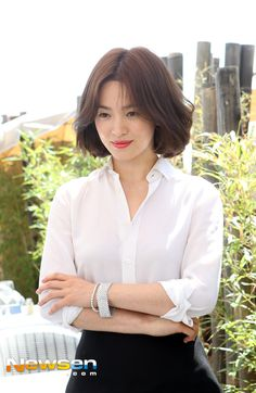 송혜교 Undercut Hairstyles, Short Bob Hairstyles, Summer Hairstyles, Korean Beauty, Asian Beauty, Song Hye Kyo Style, Medium Hair Styles, Short Hair Styles, Korean Short Hair