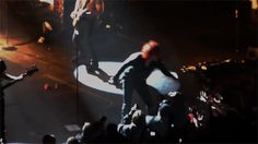My Chemical Romance | Gerard Way kisses fan