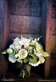 Loving this bouquet for a rustic wedding