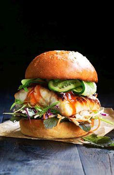Miso Fish Burger with Pickled Cucumber & Slaw - Recetas THF - # Gourmet Burgers, Burger Recipes, Fish Recipes, Seafood Recipes, Cooking Recipes, Healthy Recipes, Burger Ideas, Fish Dishes, Seafood Dishes