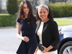 Meghan Markle and her mother Doria Ragland were pictured arriving at the Cliveden House Hotel the day before her royal wedding to Prince Harry, and shortly after tea with Queen Elizabeth. Prince Harry Et Meghan, Harry And Meghan, Adele, Meghan Markle Mom, Doria Ragland, Prinz Harry, Isabel Ii, Royal Life, Royal Engagement