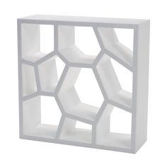 Opus Incertum Kast is een prachtig kast die als boekenkast gebruikt kan worden en als room devider. Door de speciale vormgeving is de kast een lust om naar te kijken, zet er meerdere naast elkaar of op elkaar voor een extra mooi effect.