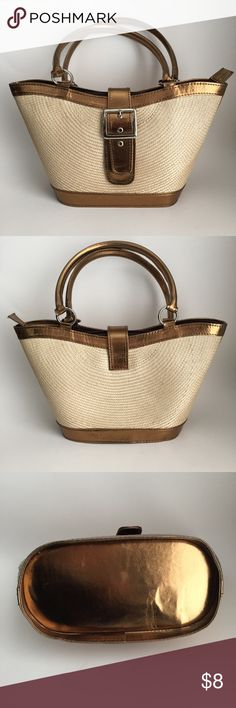 🔹Handbag🔹 Straw and faux leather handbag, no brand. Cream and matte bronze color. Clean inside and out. Some very very minor scuffing and small scratches on leather (handles, corners, bottom -- please see photos) otherwise in excellent condition. 🔹 width at widest = 14in  at narrowest = 9in 🔹 height = 7.5in 🔹 depth = 4.5in 🔹 handle drop = 7in 🔹  🌞Price is firm unless bundled🌞 Bags
