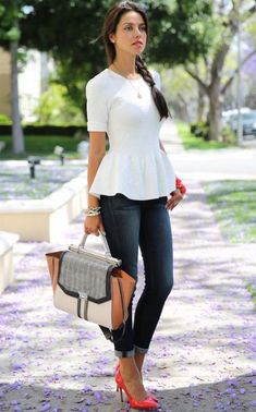 5 Ways to Style Your Peplum Tops: Make your laid back denim jeans casual-chic - peplum top with jeans Peplum Top Outfits, Date Outfits, Dressy Outfits, Casual Summer Outfits, Cool Outfits, Peplum Tops, Peplum Dresses, Shift Dresses, Style Désinvolte Chic