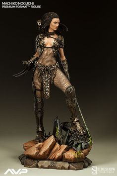 AVP and Predator fans, don't miss the Sideshow Collectibles original statue interpretation of Machiko Noguchi, aka the She-Predator. Get pics, pre-order info, and a chance to win her for your collection! Alien Vs Predator, Predator Alien, Predator Cosplay, Predator Figure, Toy Art, Fantasy Miniatures, Sideshow Collectibles, Figure Model, Fantasy Characters