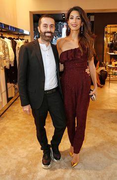 5a0468a8cb9e Die Queen of Festlichkeit – Amal Clooney trägt die perfekten Weihnachtslooks