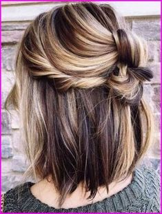 Neu Trend Frisuren 2019 50 Short Hair Color Ideas for Women, If you want a unique look you must try this hair color. Color your lower hair with red color and upper hair with black. This hair color is going to ma…, Short Hair Colors Source by eotripletteo Hair Color Highlights, Hair Color Balayage, Short Balayage, Caramel Highlights, Brunette Highlights, Blonde Highlights On Dark Hair Short, Balayage Bob, Haircolor, Balayage Highlights