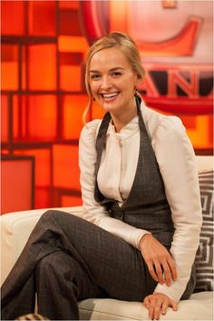 """Jess Weixler, from the film """"The Disappearance of Eleanor"""" as well as """"The Good Wife,"""" wearing Kara Ackerman Judie Vermeil Cabochon Black Onyx Double Drop earrings."""