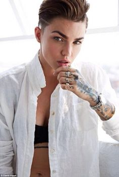 MTV VJ Ruby Rose modeling her fiance Phoebe Dahl's Fair Cloth range on a shoot in LA recently. She's SO pretty! [Ruby Rose-major inspiration for Enrico's physical appearance] Androgynous Fashion, Tomboy Fashion, Androgynous Women, Queer Fashion, Vogue Fashion, Fashion Hair, High Fashion, Ruby Rose Model, Daniela Sea