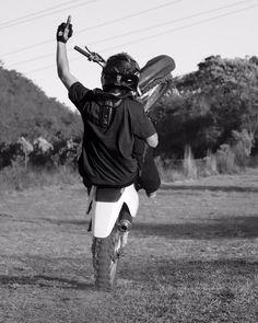 QUARTA DA EMPINADA Demonstrando o controle na magrela. Nova Lima/MG Seguidor @bernardo_barreto  Siga também nosso parceiro @trilheiros_mg  #honda #crf #crf230 #hondaracing #hondaracingteam #oakley #nograu #empinando #cabritando #bracinho #asw#honda #specializedenduro #specialized #whellie #wheeliewednesday by traildodia