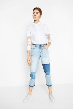 Desigual women's light jeans with patches and metal studs. Long at the ankle. Ankle skinny fit. Get all informations about Desigual Women's Jeans collection!