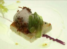Rabo de ternasco de Huesca con emulsión de leche de cabra y pan de aceituna negra