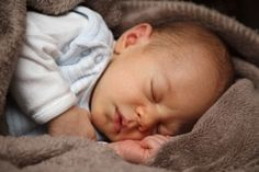 Sanfte Tipps, damit Ihr Baby durchschlafen kann.