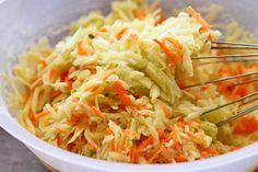Placinta cu dovlecei si morcov - dovlecei si morcovi rasi Cabbage, Deserts, Appetizers, Vegetables, Ethnic Recipes, Food, Salads, Snacks, Desserts