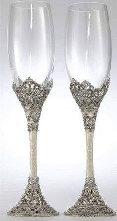 The detail on these gorgeous champagne flutes are something to really treasure.