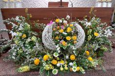 Easter Specials, Easter Flowers, Flower Arrangements, Catholic, Diy Home Decor, Diy And Crafts, Floral Wreath, Wreaths, Modern Floral Arrangements