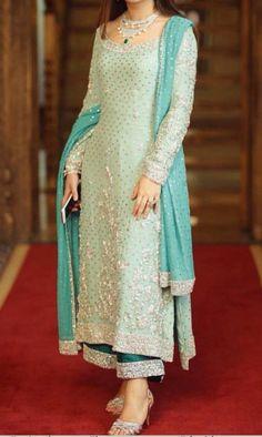 Haute spot for Indian Outfits. Pakistani Dress Design, Pakistani Outfits, Indian Outfits, Pakistani Couture, Designer Party Wear Dresses, Kurti Designs Party Wear, Designer Punjabi Suits, Indian Designer Wear, Indian Bridal Wear